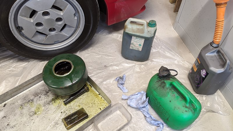 Tank out of the Citroën BX, drained and ready to clean and change the LHM